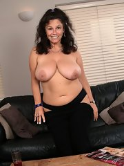 moms Mature nude brunette