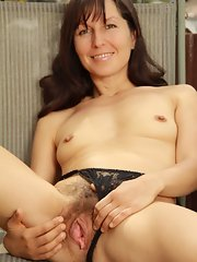 hot nude matures - nude mature and granny galleries